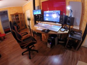 Regieraum mit Adam Audio, Genele1030A, Waves NX